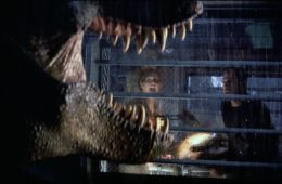 Julianne Moore screams at the sight of a T-Rex in THE LOST WORLD: JURASSIC PARK (1997)