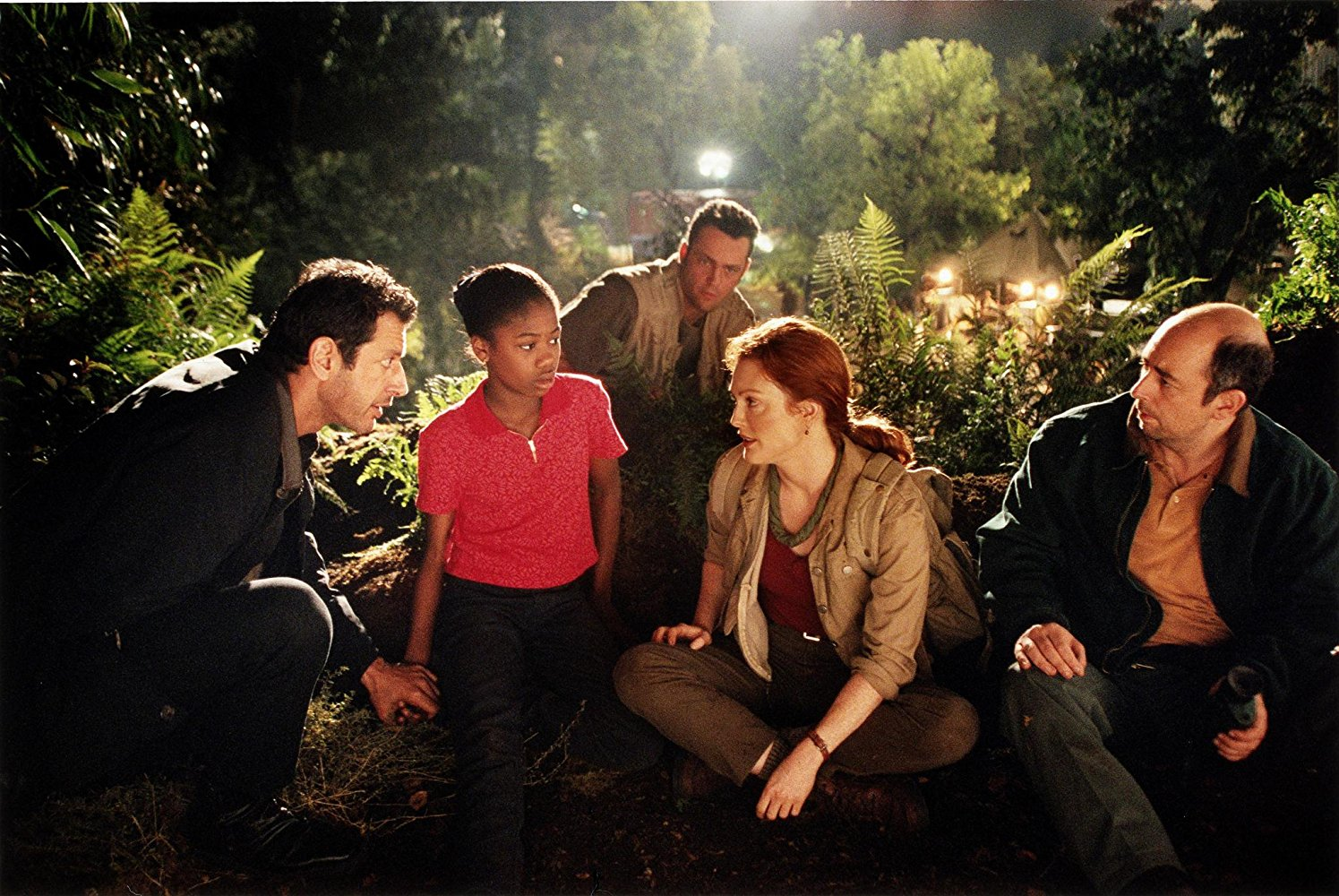 Jeff Goldblum, Vanessa Lee Chester, Vince Vaughn, Julianne Moore, and Richard Schiff in THE LOST WORLD: JURASSIC PARK (1997)