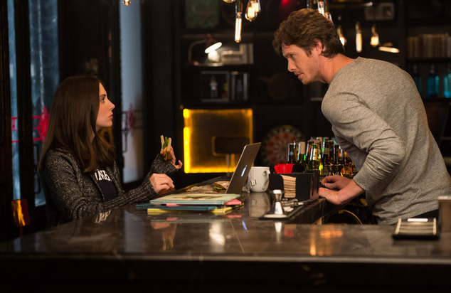"This image released by Warner Bros. Entertainment Inc. shows Alison Brie, left, and Anders Holm in a scene from, ""How to Be Single."" (Jojo Whilden/Warner Bros. Entertainment via AP) Inc."