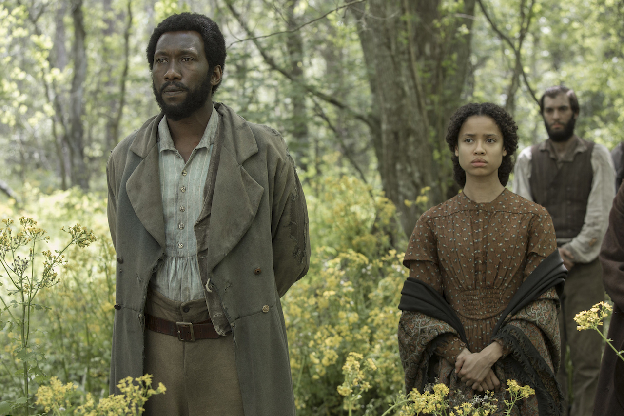 (L-R) Mahershala Ali and Gugu-Mbatha-Raw in FREE STATE OF JONES.