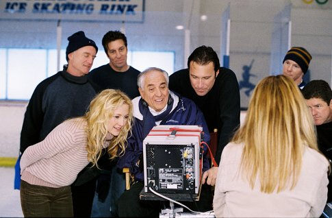 Garry Marshall on the set of Raising Helen (2004) with Kate Hudson and John Corbett