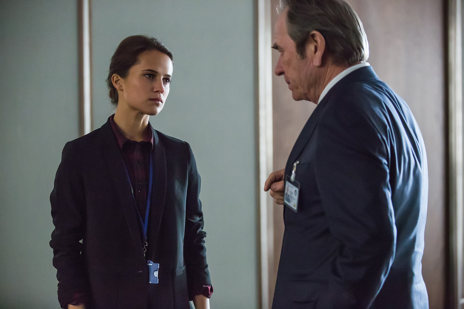 Alicia Vikander and Tommy Lee Jones in Jason Bourne (2016)