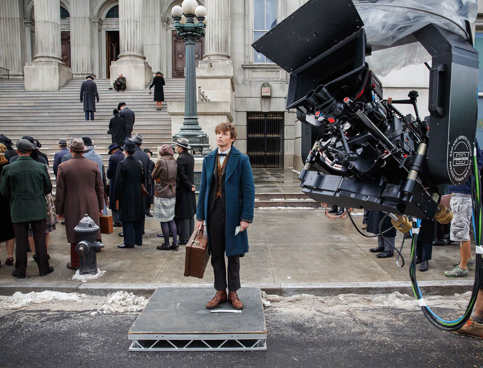 Eddie Redmayne on the set of Fantastic Beasts and Where to Find Them (2016)