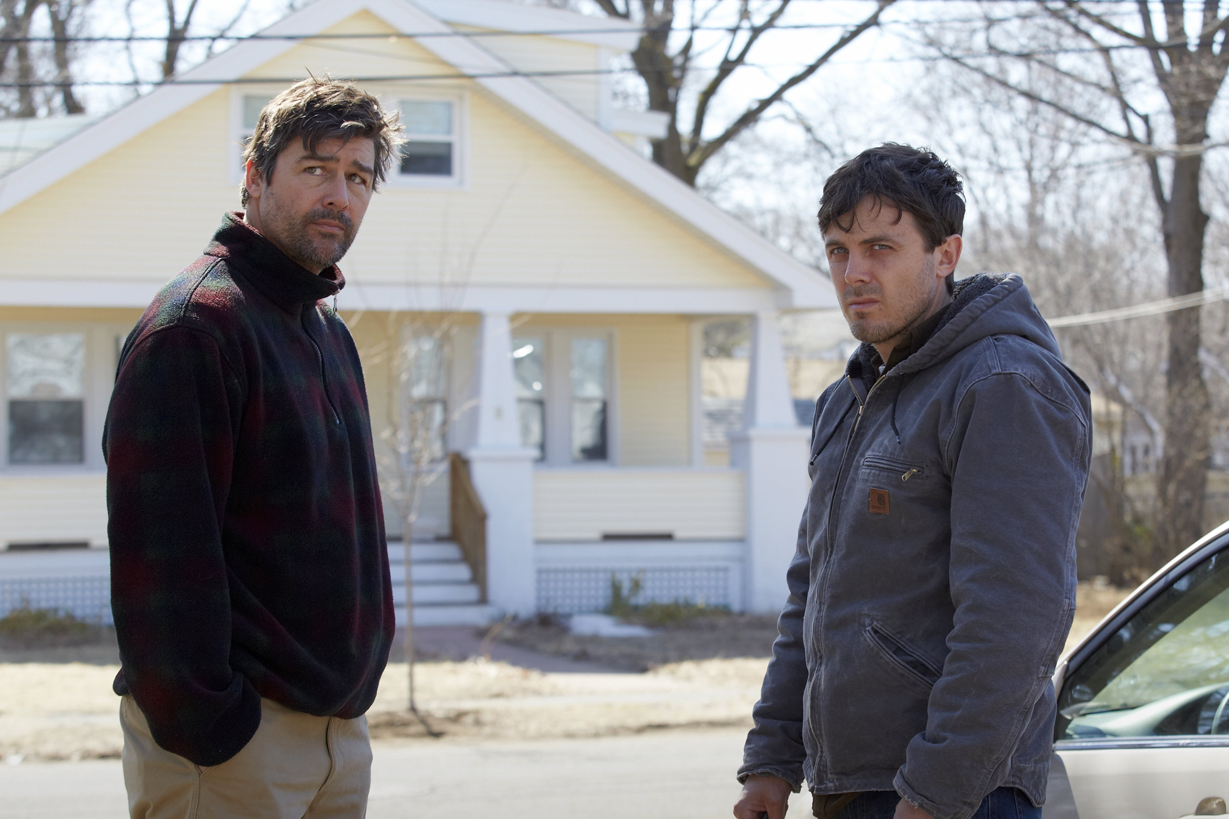 Kyle Chandler and Casey Affleck in Manchester by the Sea