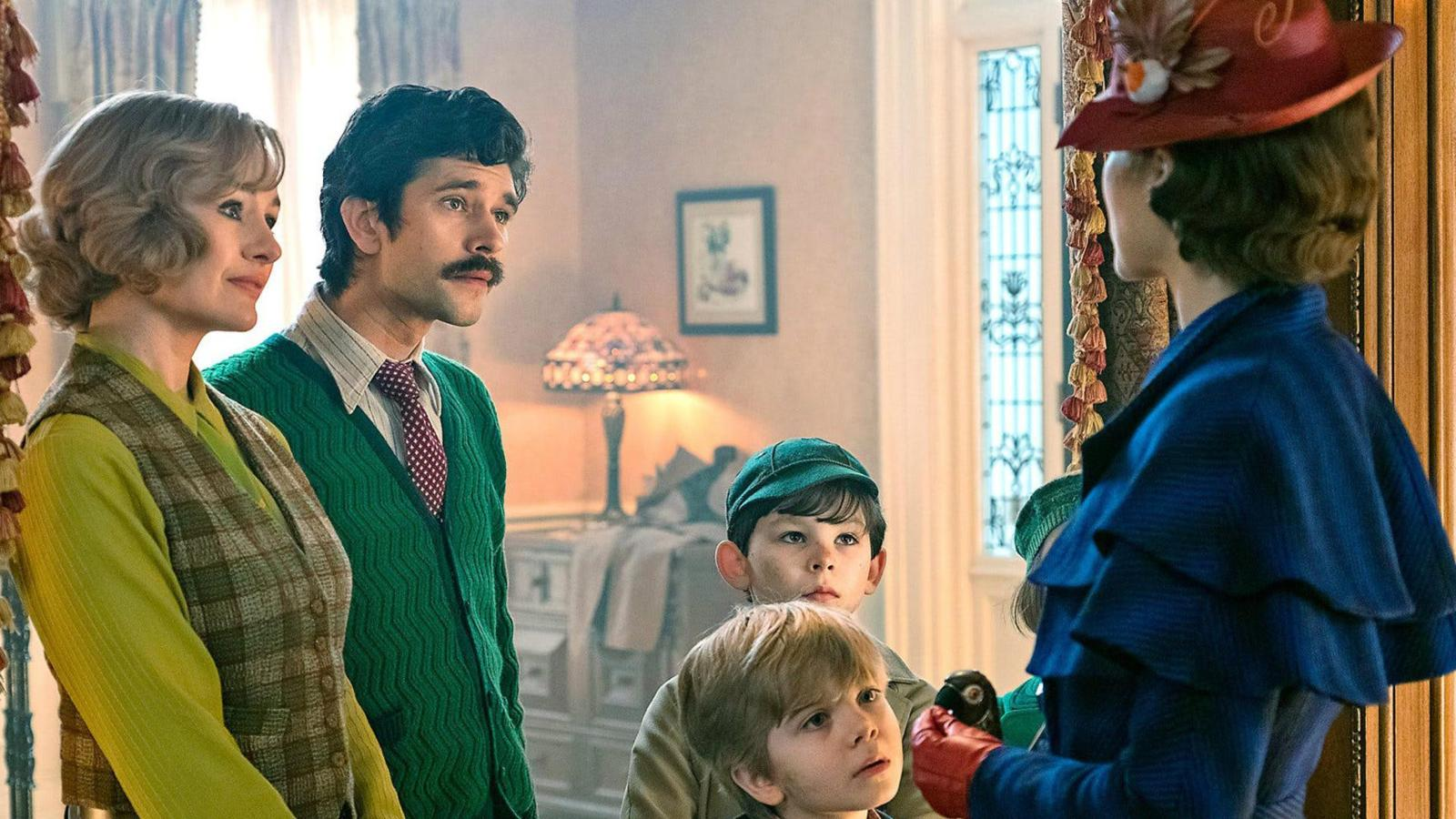 Emily Mortimer, Ben Whishaw, Joel Dawson, Nathanael Saleh, Pixie Davies, and Emily Blunt in MARY POPPINS RETURNS (2018)