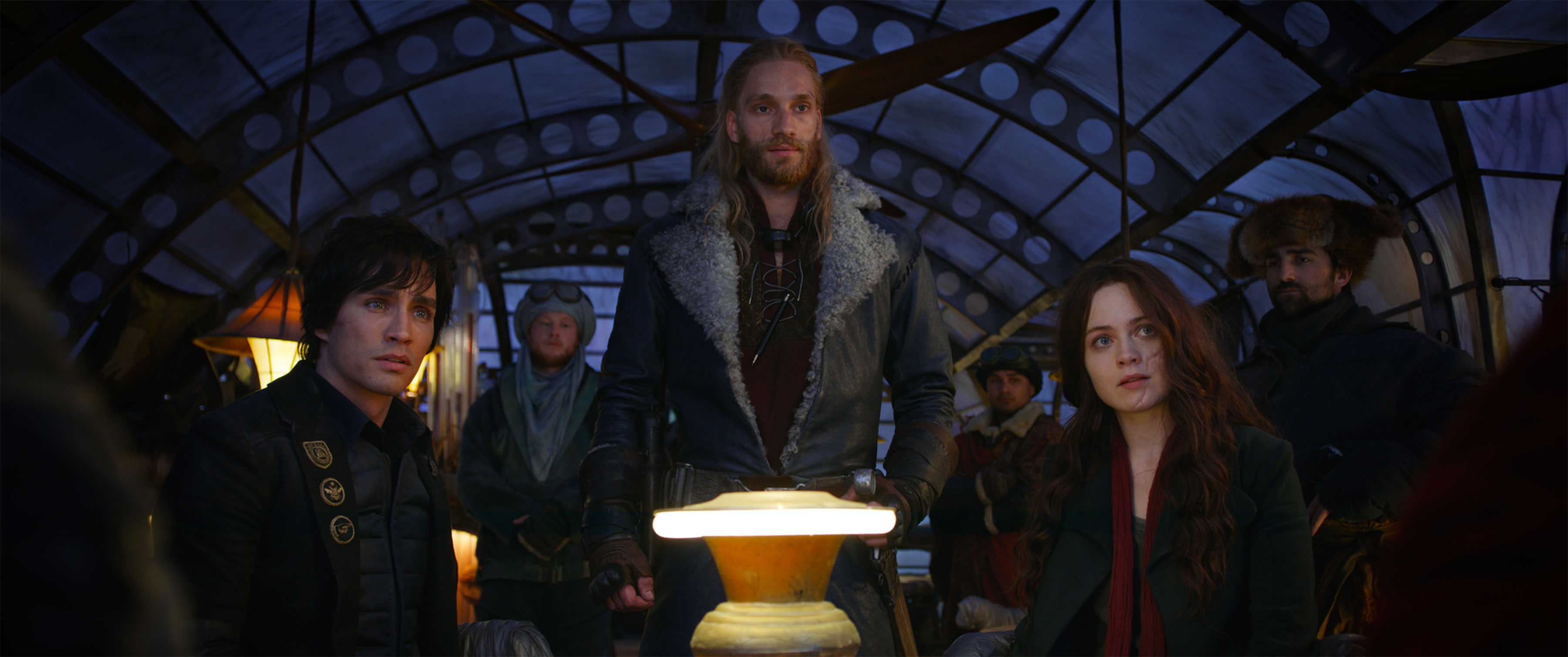 Robert Sheehan and Hera Hilmar in MORTAL ENGINES (2018)