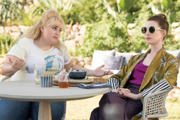 Rebel Wilson and Anne Hathaway in THE HUSTLE (2019)
