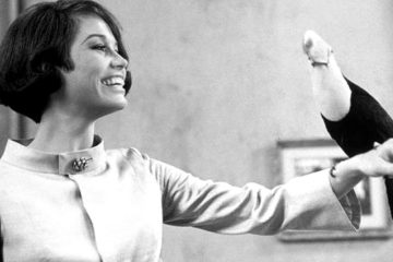 Mary Tyler Moore greets the toucan Amigo in WHAT'S SO BAD ABOUT FEELING GOOD? (1968)